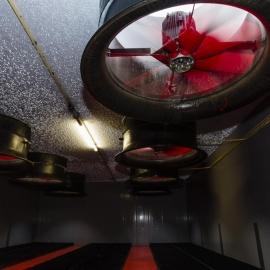 Centrale afzuig ventilatoren die achter de luchtwasser geplaatst zijn.