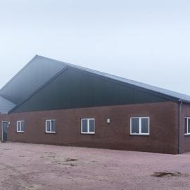 Nieuwe vleesvarkensstal van 40 bij 121 meter huisvest 3000 vleesvarkens